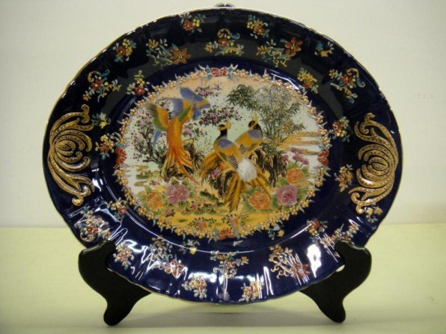 3W: 16'' PORCEALINE BLUE PLATE WITH STAND WITH DESIGNS
