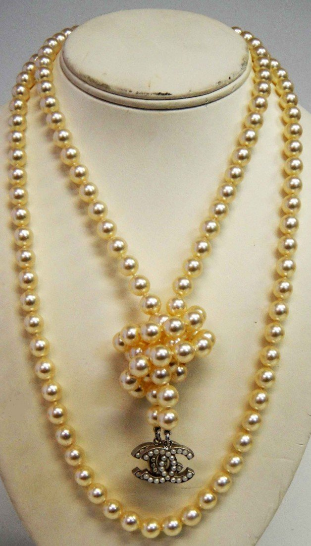 8B: Beautiful Genuine CHANEL Costume Pearl Necklace