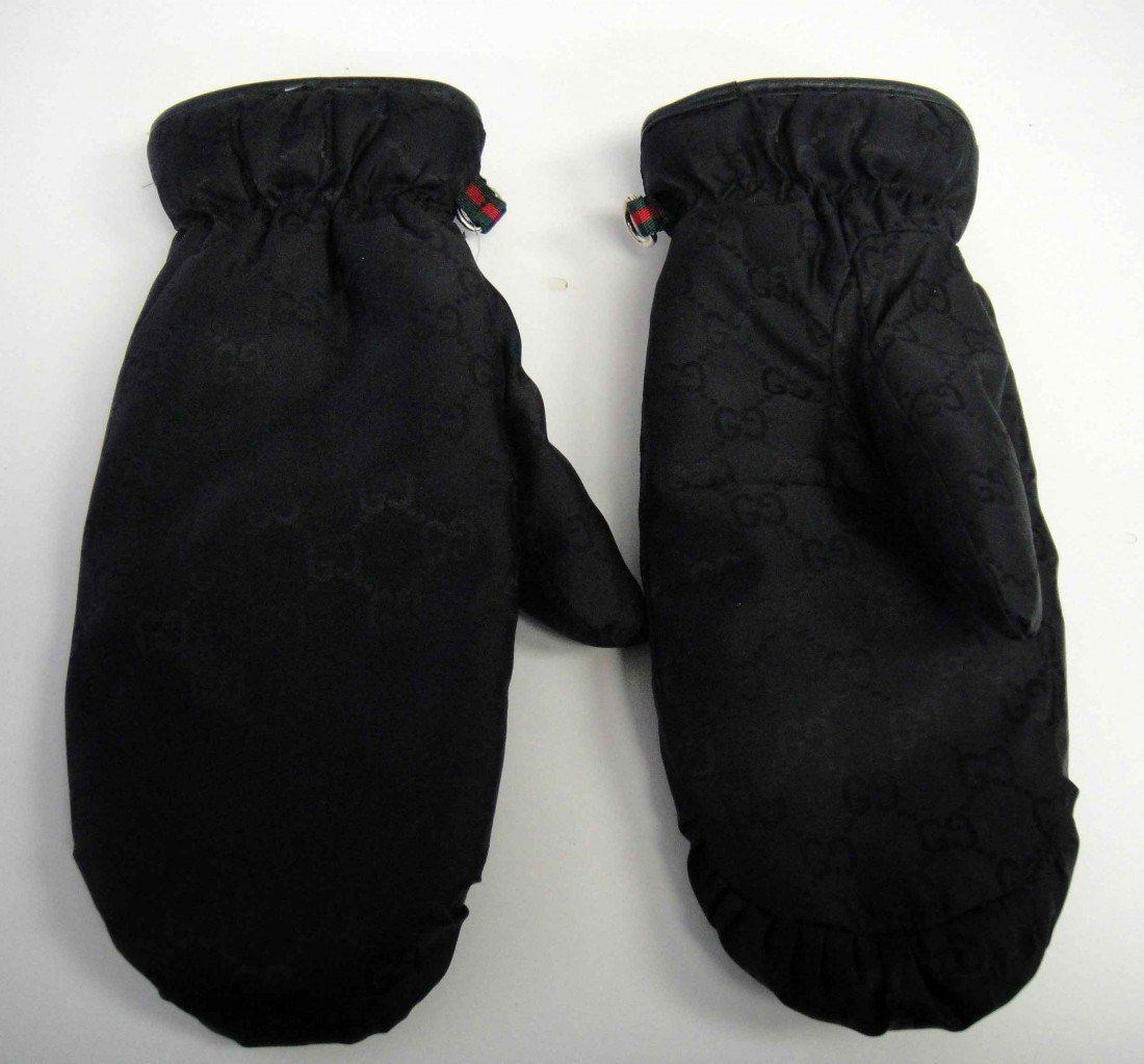 6D: Genuine Authentic Gucci Woman's Snow Mittens