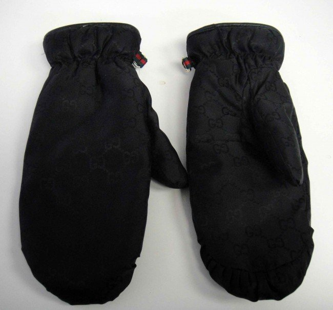 32A: Genuine Authentic Gucci Woman's Snow Mittens