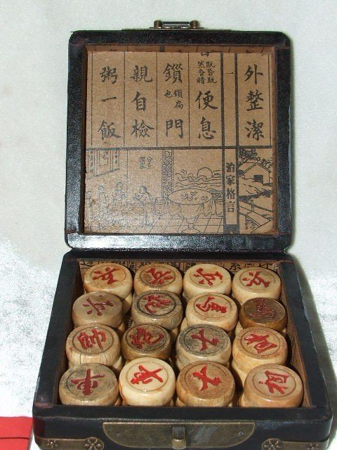 3A: CHINESE OLD RED black BOX WITH WHOLE SET CHESS