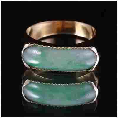 VINTAGE 18k GOLD APPLE GREEN JADE SADDLE RING