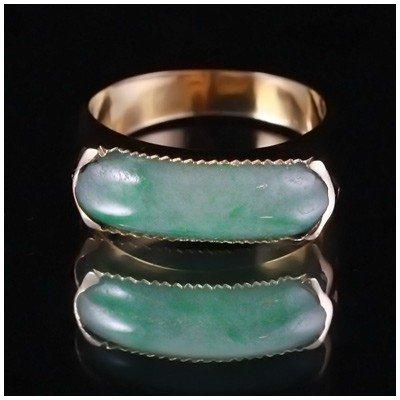 19E: VINTAGE 18k GOLD APPLE GREEN JADE SADDLE RING