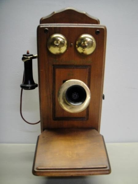7B: OLD AMERICAN ANTIQUE RADIO AND TELEPHONE