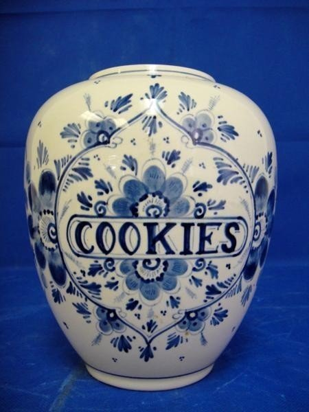 2: 1956 HANDPAINTED PORCELAINE COOKIE POT FROM HOLAN