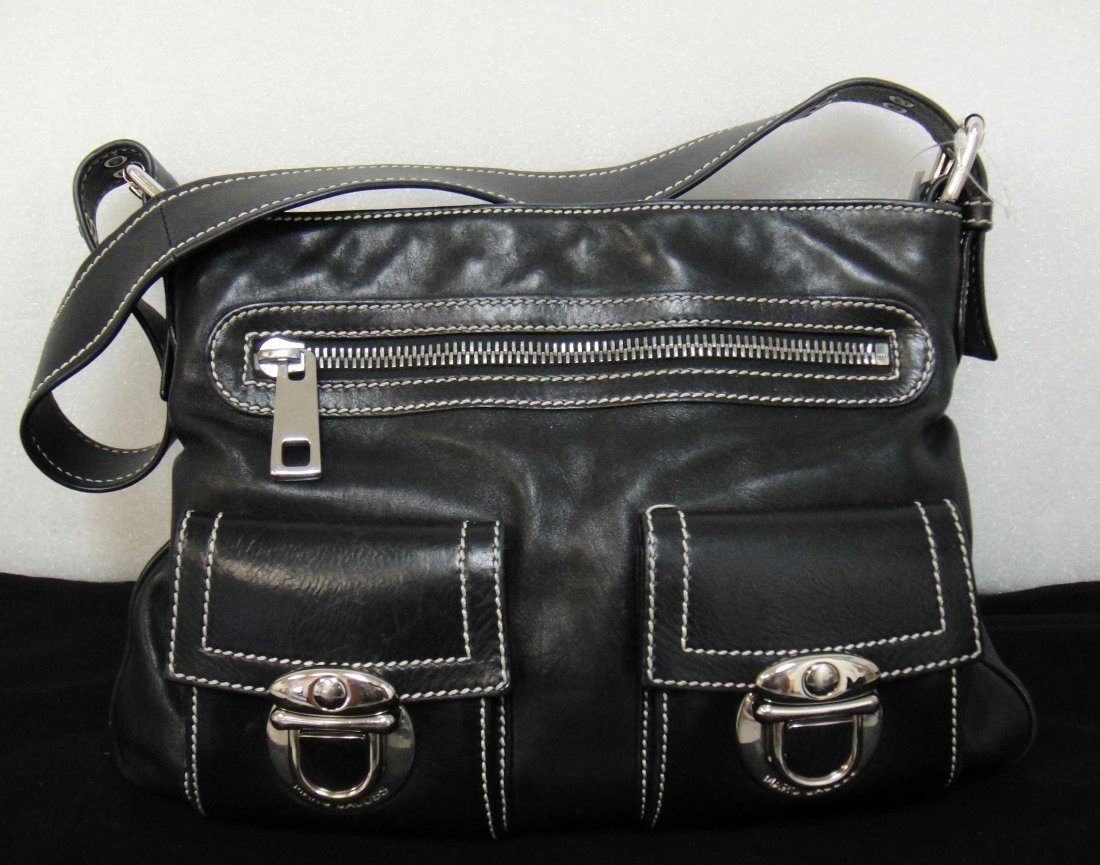 2B: Genuine Marc Jacobs Black leather handbag with poc