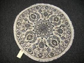 2H: Hand Knotted Woolen Iranian Naine Round Rug