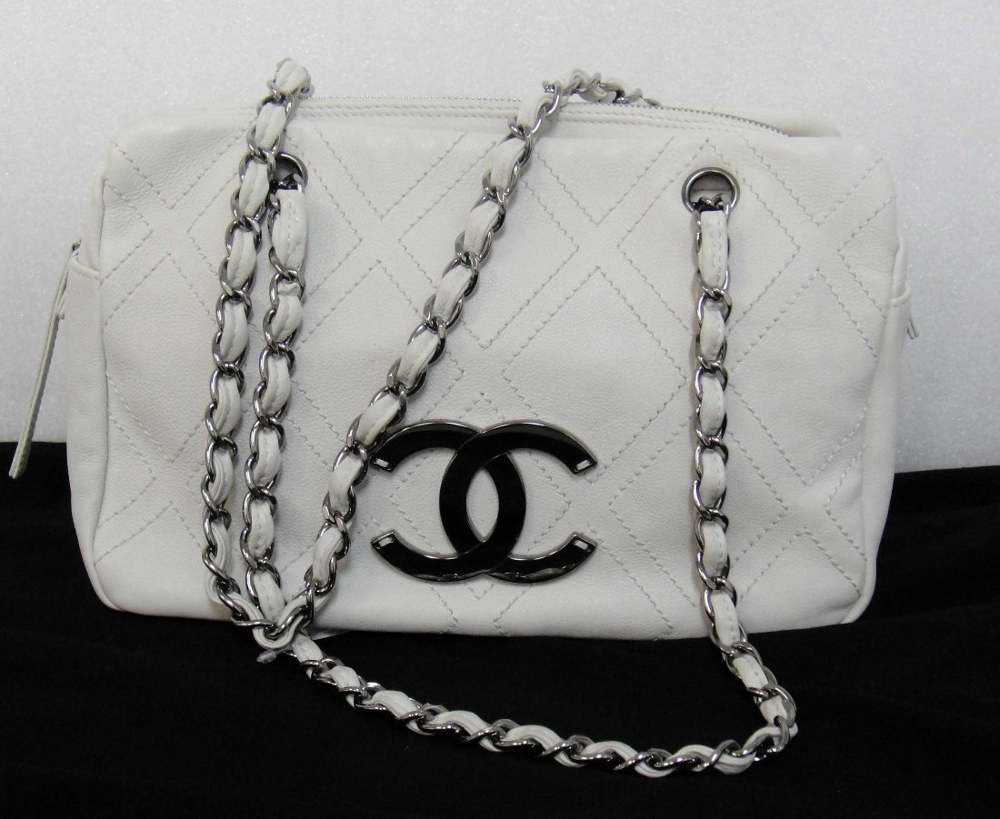 Genuine CHANEL Quilted Caviar leather Handbag w/ Serial