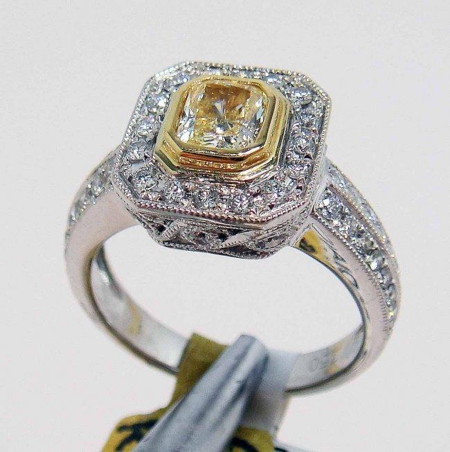 10R: 1.21ctw (0.64ct SI-1 CNTR) Diamond 18KT Gold Ring