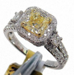 1.64ctw, 0.90ct SI-1 CNTR Diamond 18KT Gold Ring