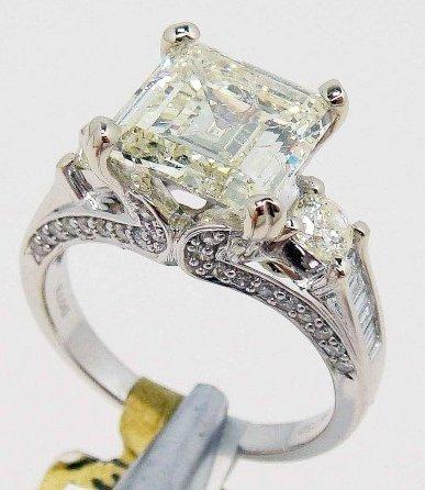 APP: $54K - 4.48ctw, 3.70ct CNTR Diamond 18KT Ring