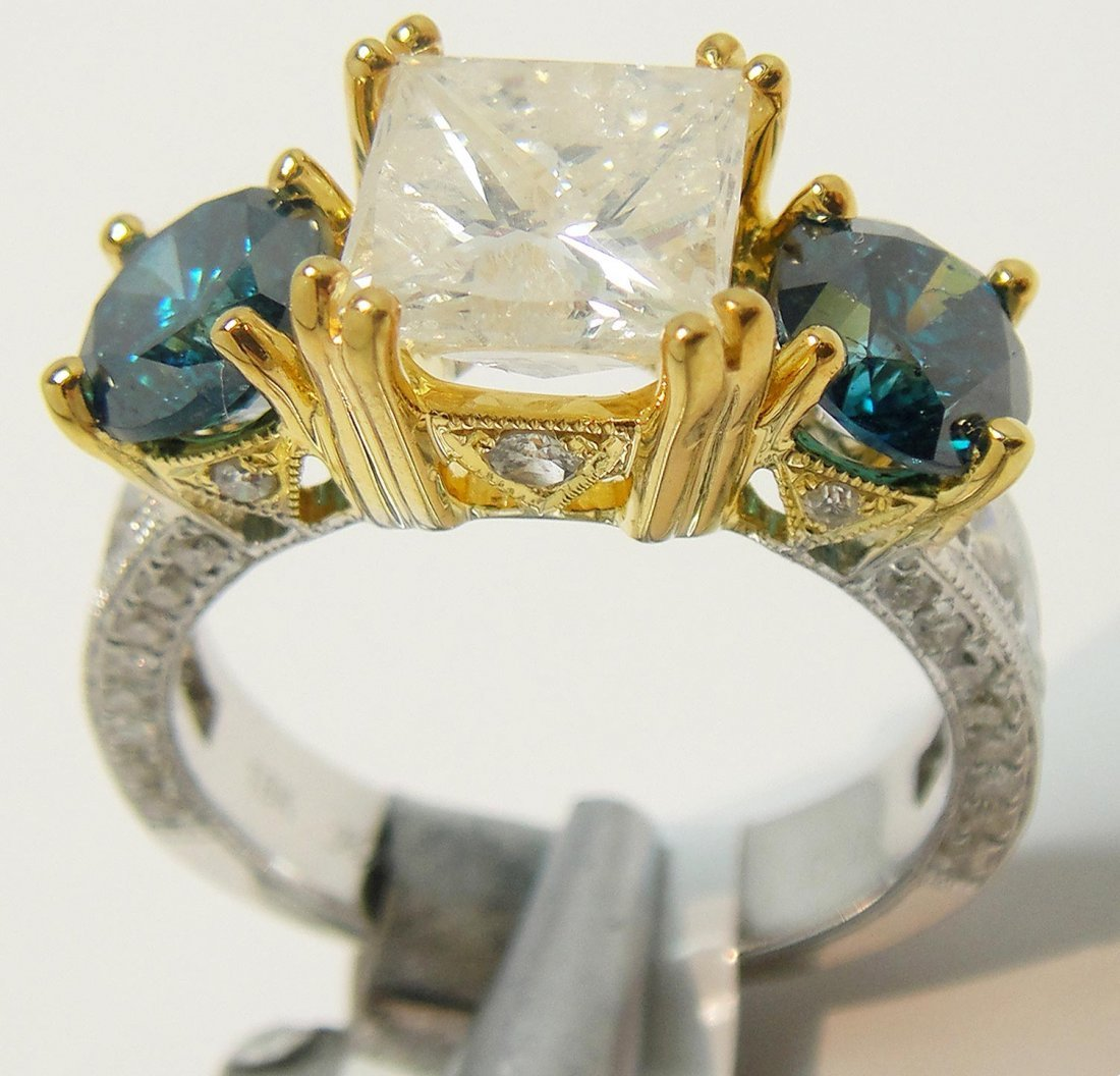 81D: 5.14ctw (2.08ct CNTR) Diamond 18KT White Gold Ring