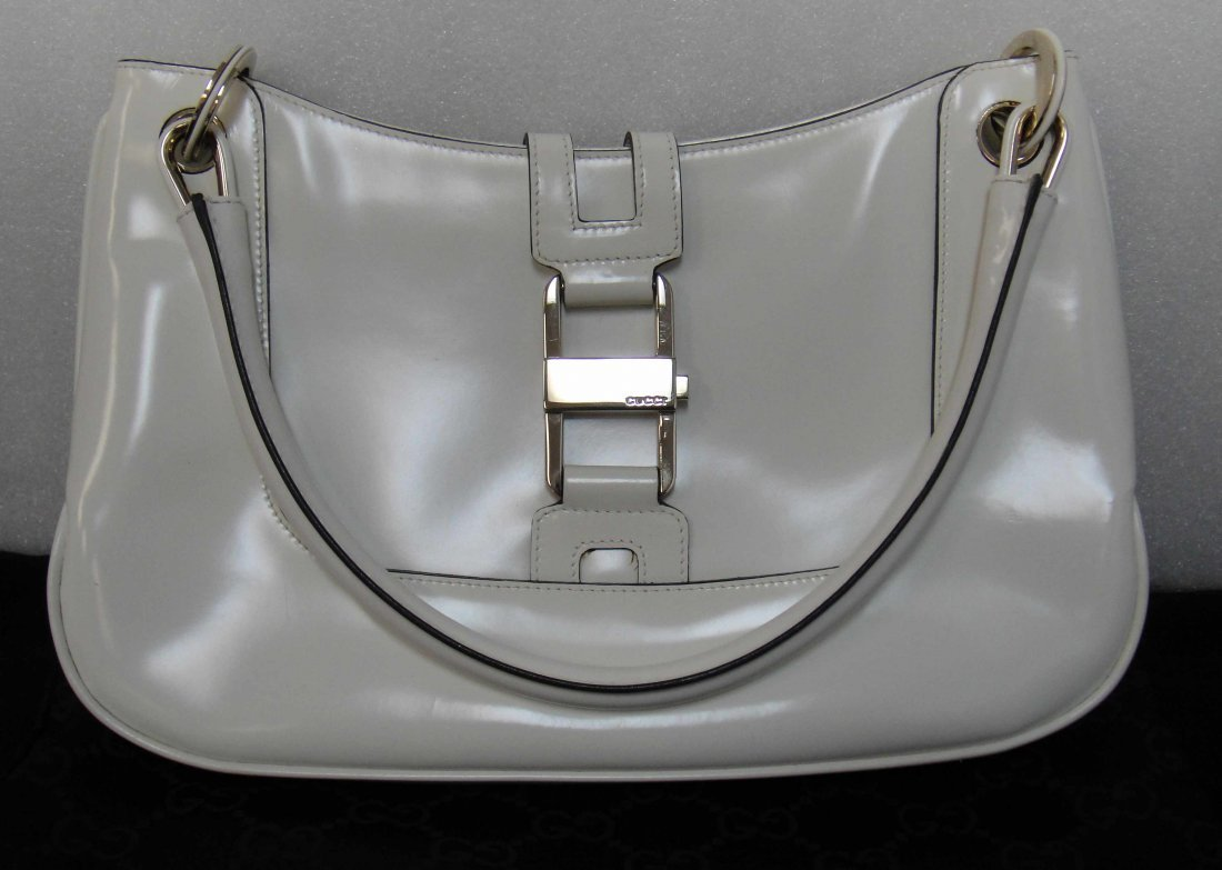 2CA: Authentic Gucci white shinny Purse w/ Dustbag