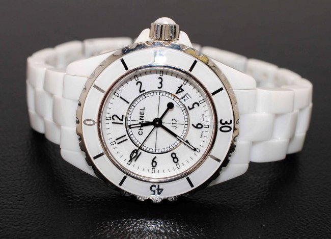 1D: CHANEL White Ceramic J12 Quartz Ladies Wristwatch