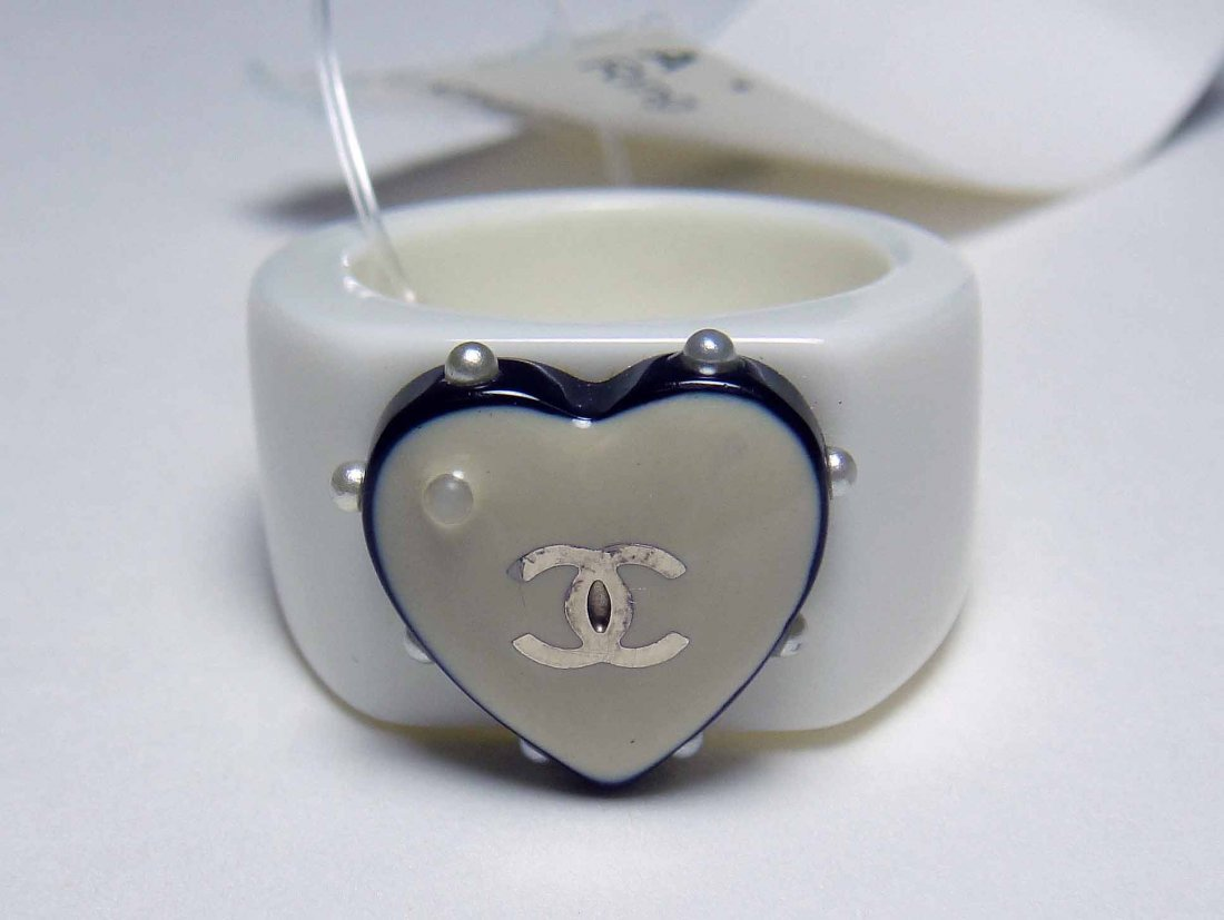 1C: CHANEL COCO White Heart Ring