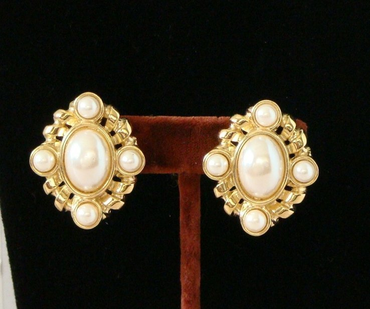 2CA: 1981 Vntg NEW Sgn GIVENCHY© Clip Goldtone EARRINGS