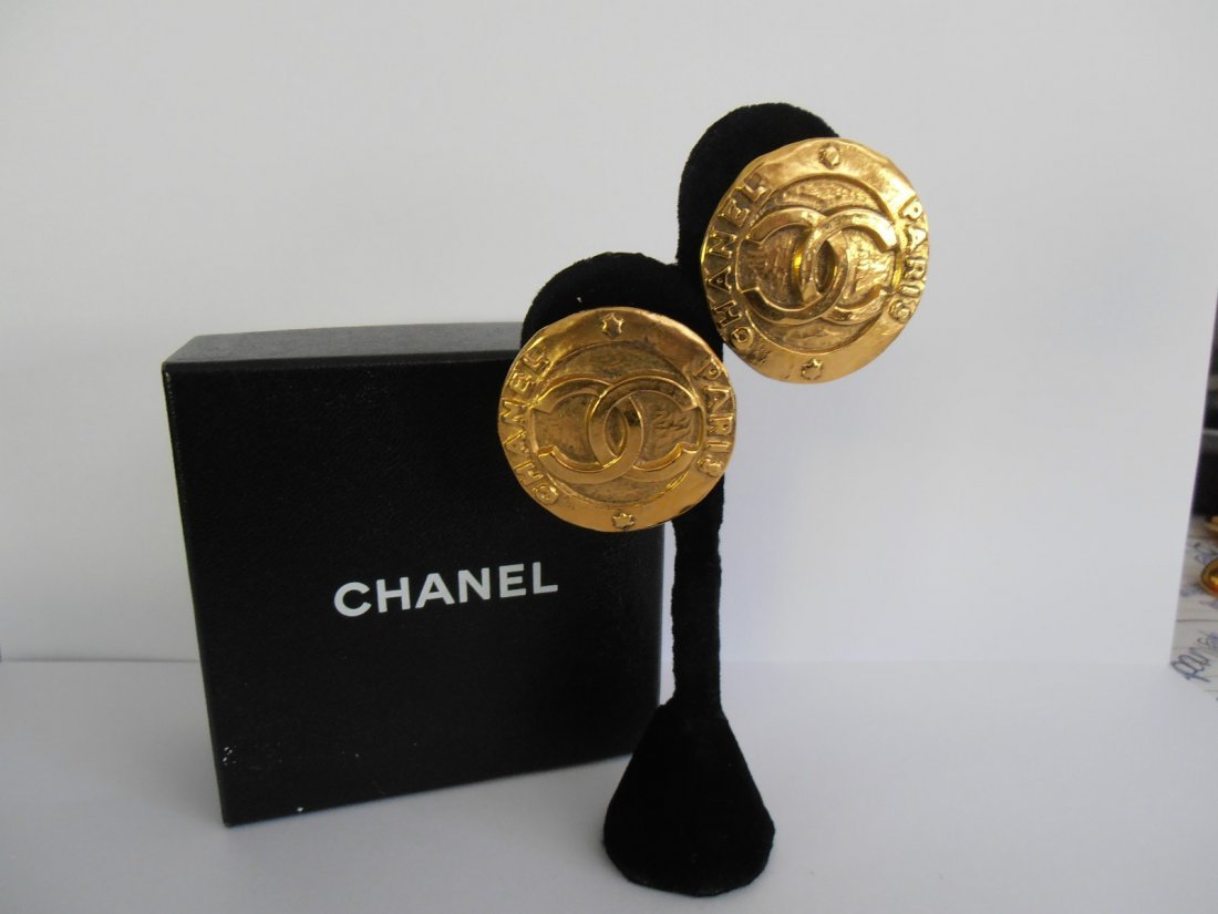 3AC: Chanel Vintage Gold Plated Double CC Clip On Earrr