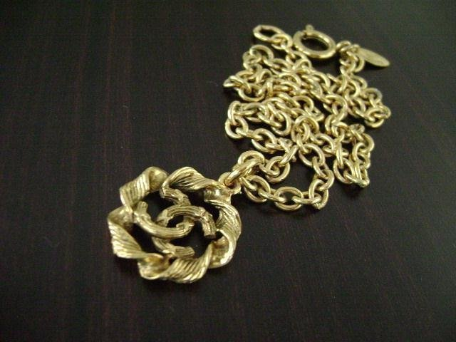 3BA: AUTHENTIC USED CHANEL GOLD PLATED CC ROUND CHAIN N