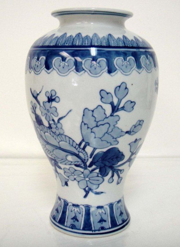 "5B: Chinese Blue & White Porcelain Vase 10 x 5"""