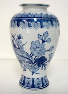 Chinese Blue & White Porcelain Vase 10 x 5