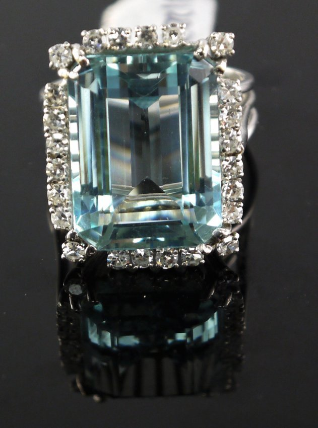 18kt WG 24.19ct Aquamarine 1.06ct Dia RN W12039
