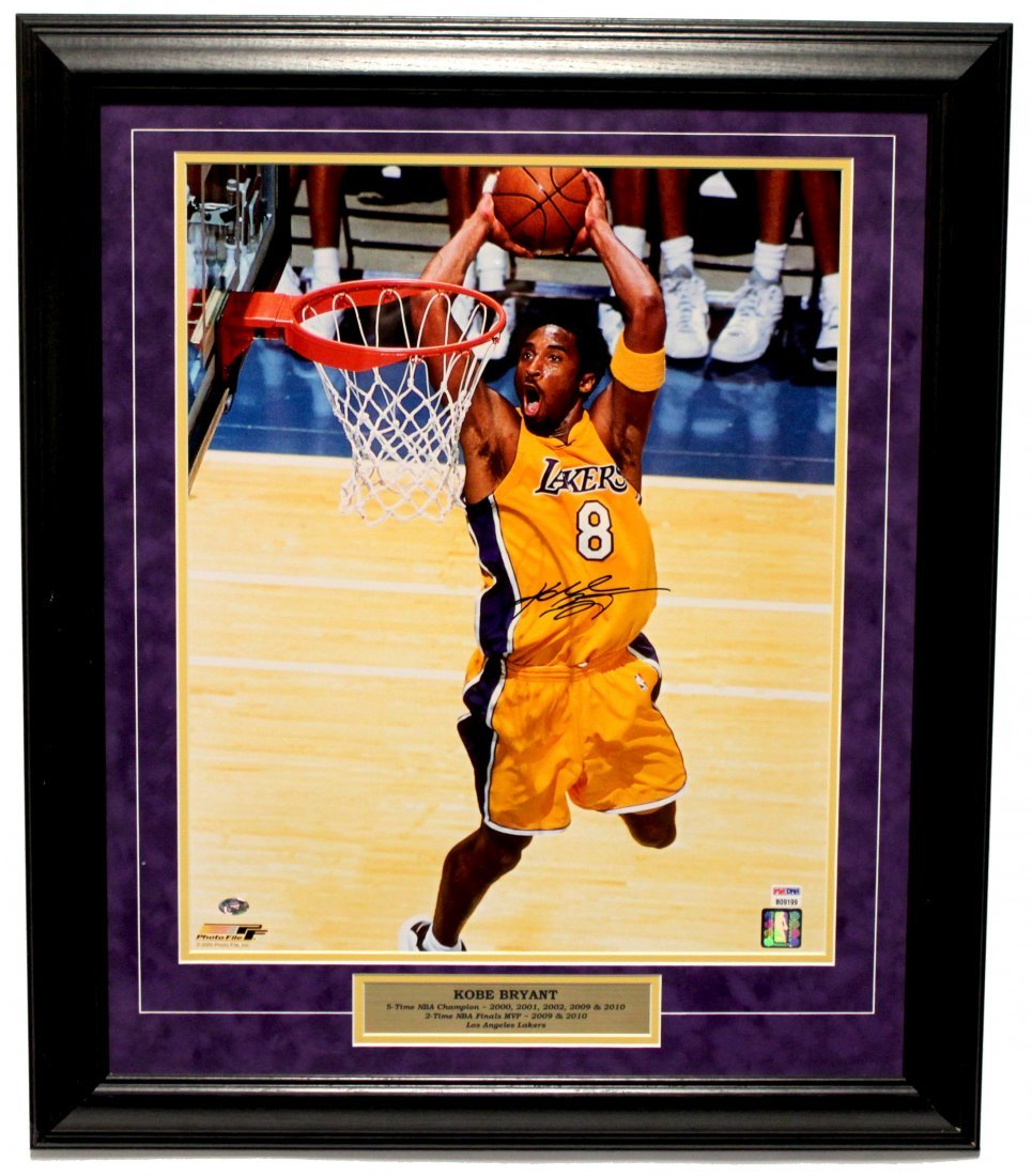 Kobe Signed Photo (FRAMED) LG1125