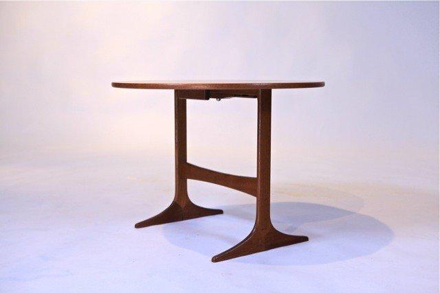 3: Yvnge Eckstrom - Tilt top Table