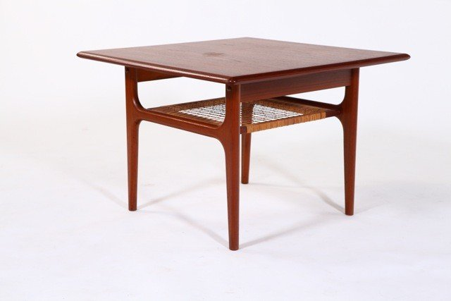 6: Trioh Mobler - Lamp Table