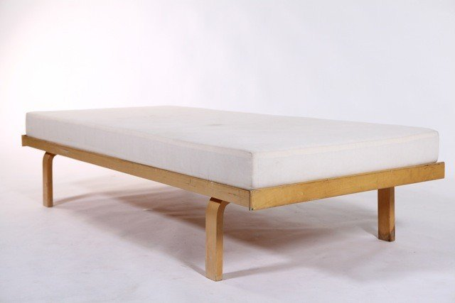 82A: Alvar Aalto  - #710 Daybed