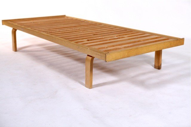 82A: Alvar Aalto  - #710 Daybed - 3