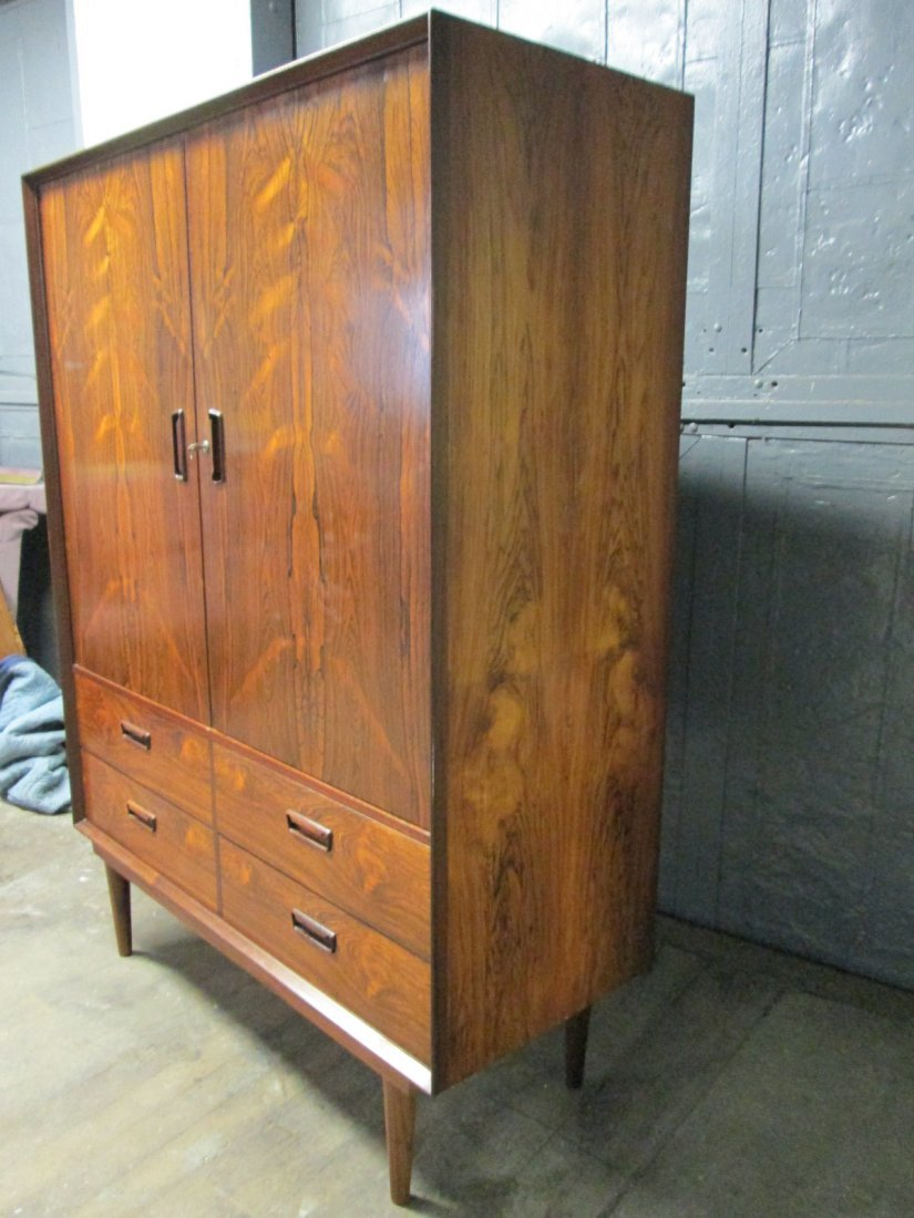 135: Mid Century Modern Rosewood Chest / Wardrobe - 3