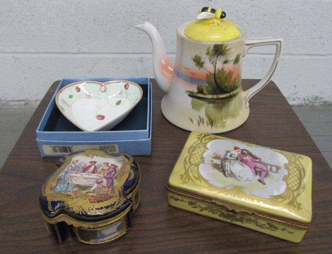 17: Lot of Smalls: Wedgwood, Ceramic Teapot