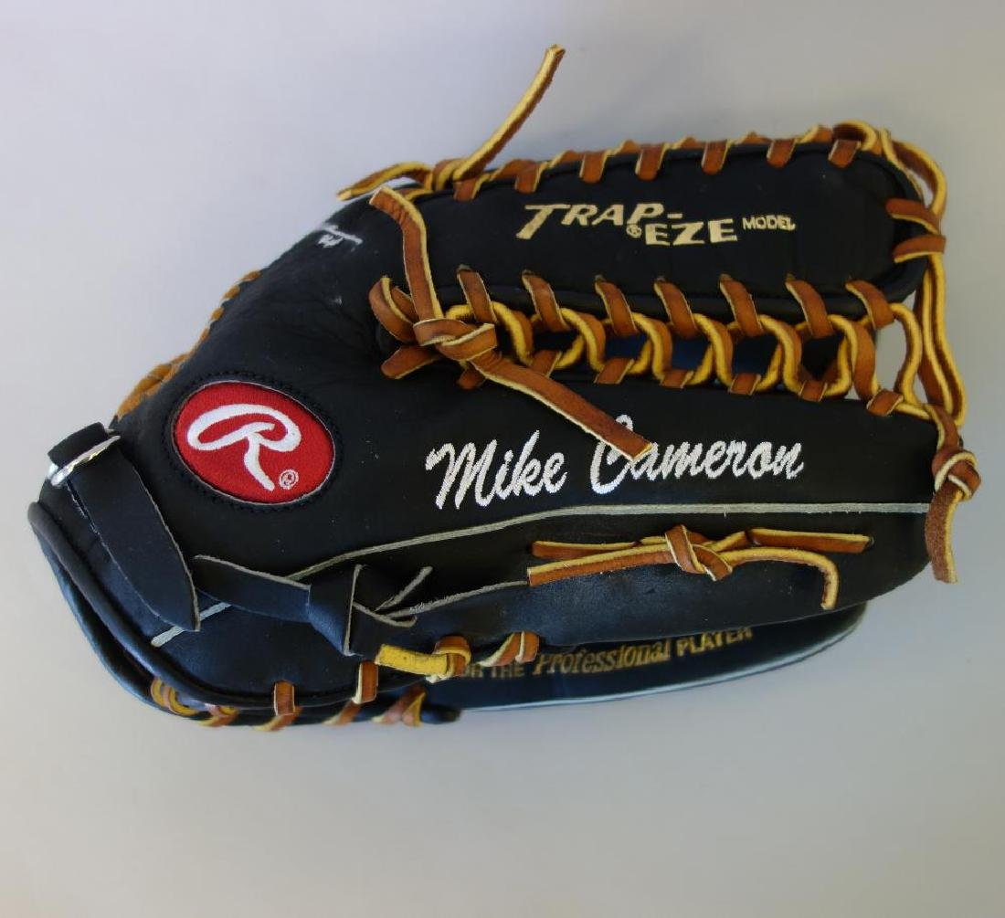 Mike Cameron Autographed Rawlings Baseball Glove