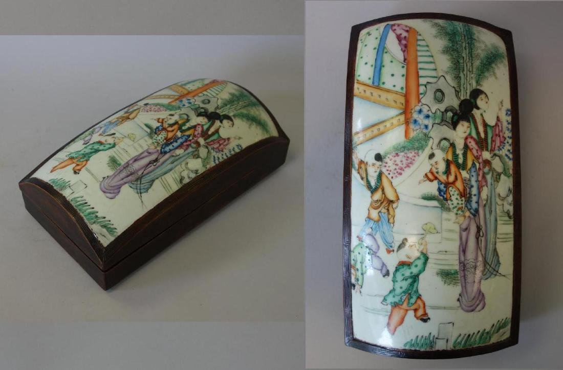 19thc Chinese Porcelain in Domed Wood Box