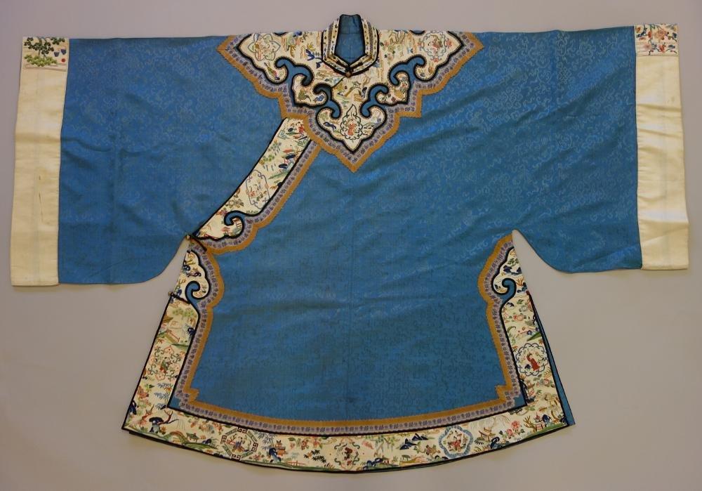 Fine Vintage Chinese Silk Embroidered Robe