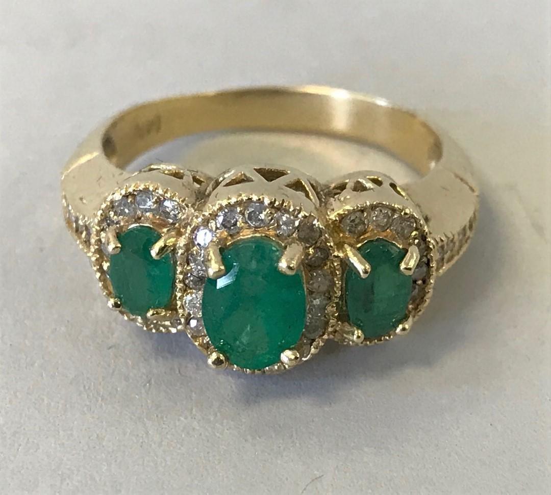 Ladies 14K Gold, Emerald & Diamond Ring