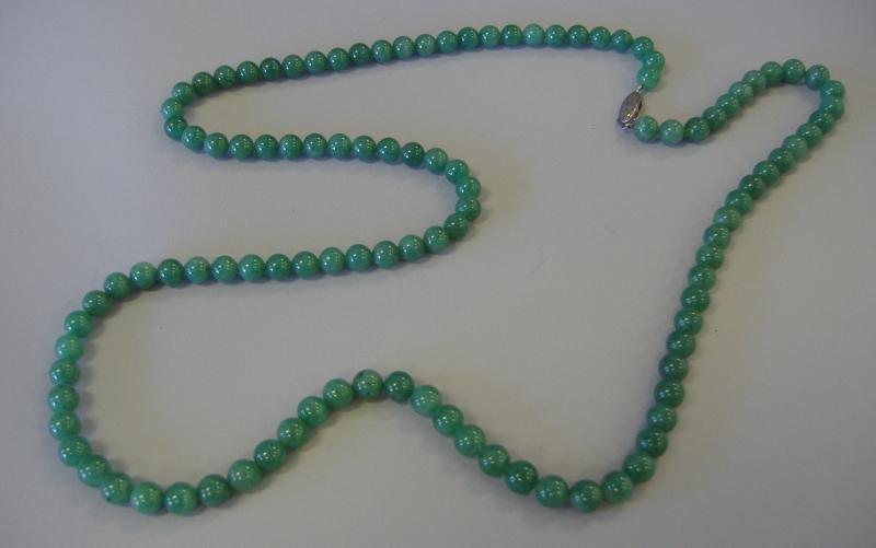13: Chinese Jadeite Jade Bead Necklace