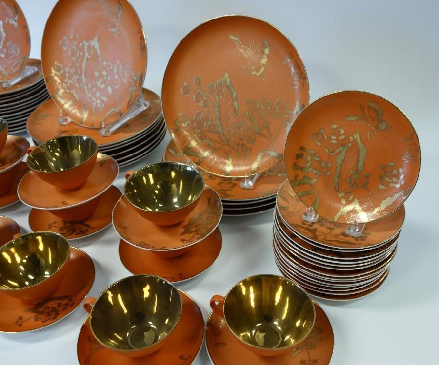 Dorothy Thorpe Persimmon China set for 13 + - 2