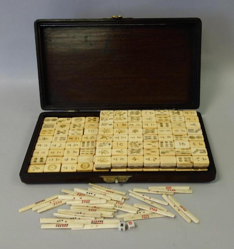 Chinese Traveling Mahjong Set in Rosewood Case