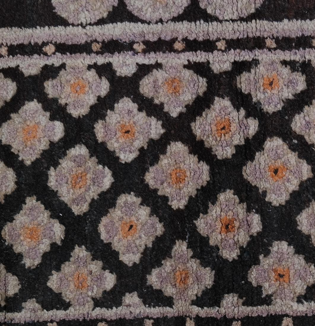 A CHINESE RUG EARLY 20TH CENTURY - 6