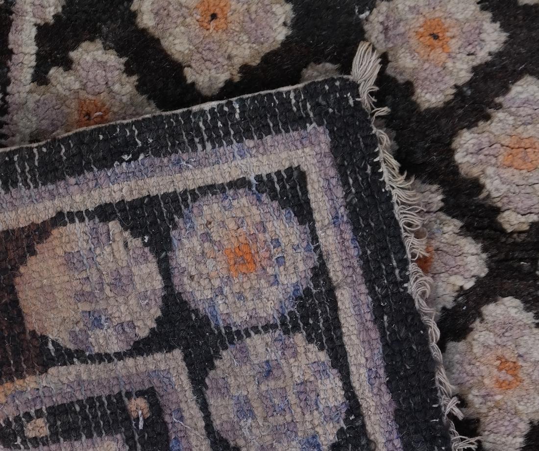 A CHINESE RUG EARLY 20TH CENTURY - 7