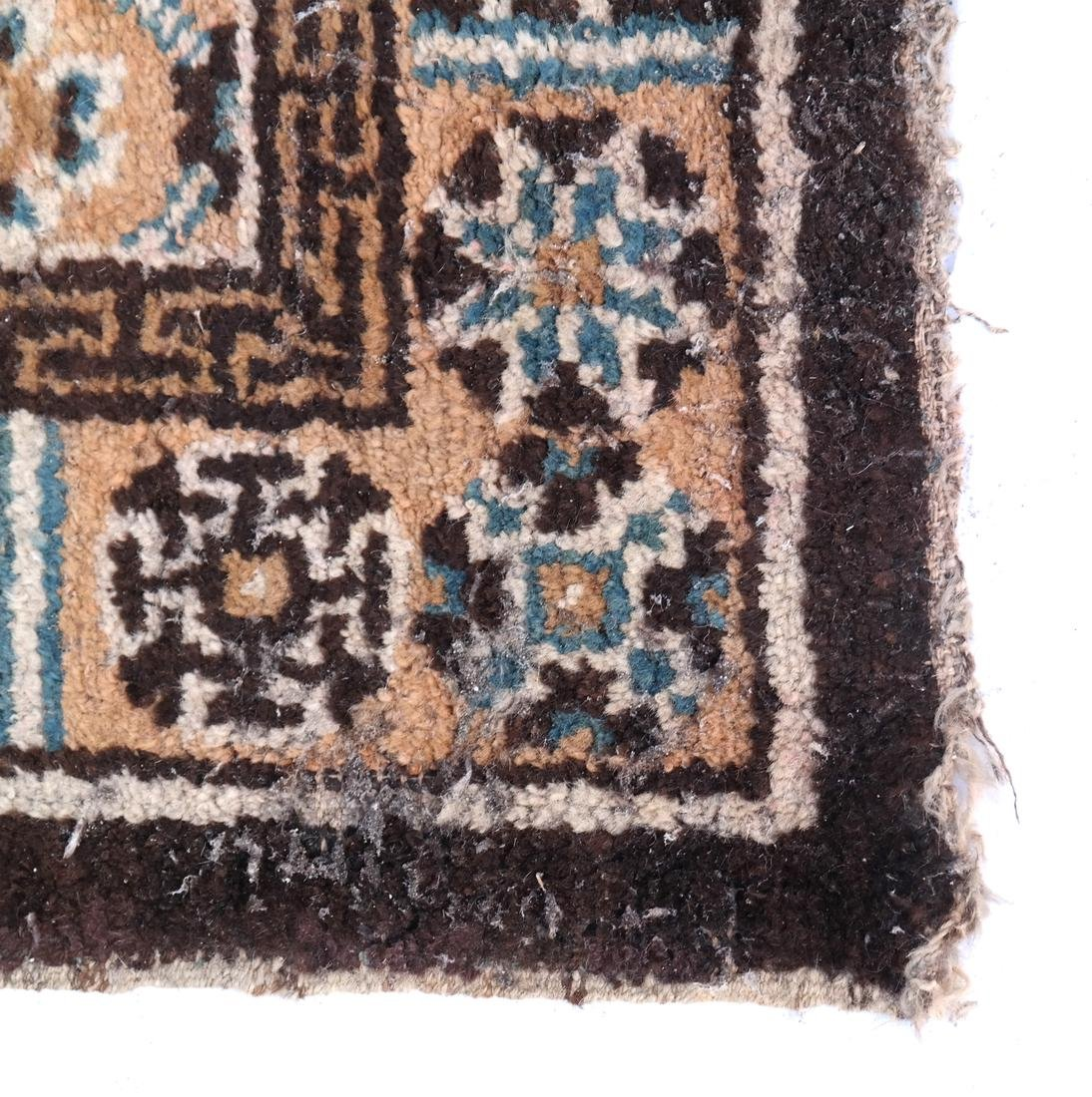 A CHINESE RUG EARLY 20TH CENTURY - 2
