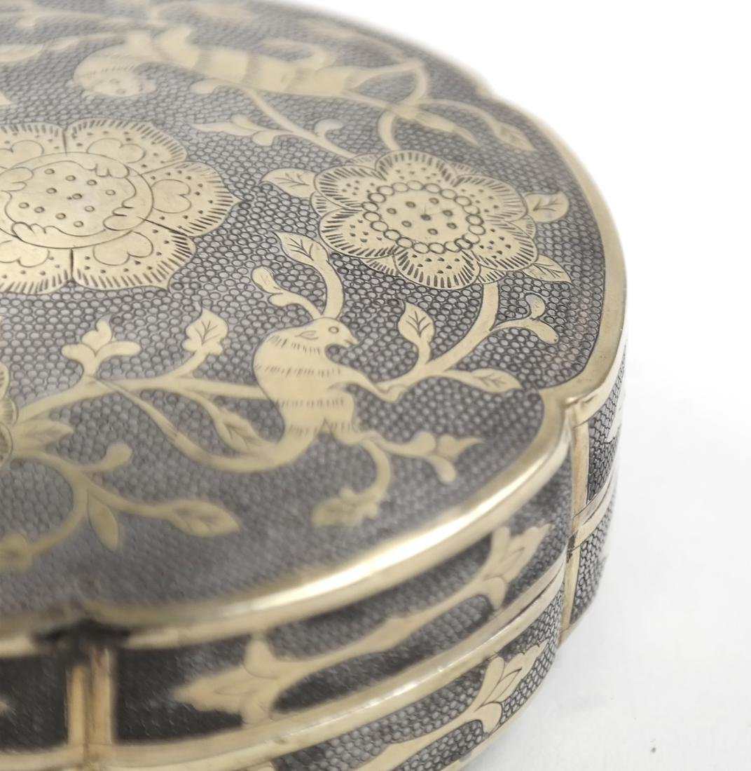 AN ASIAN PARCEL-GILT SILVER HEXAFOIL BOX AND COVER - 4