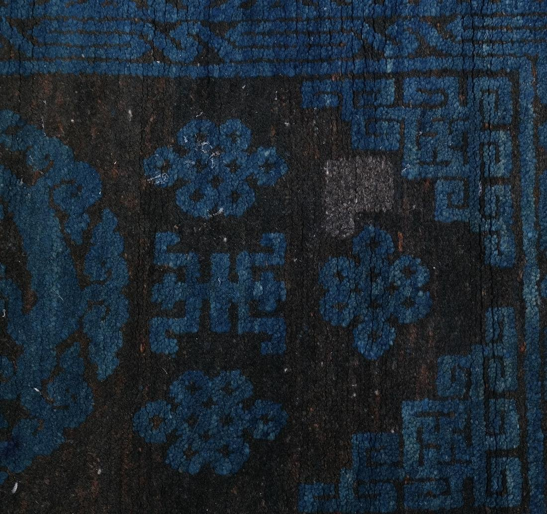 A CHINESE RUG EARLY 20TH CENTURY - 3