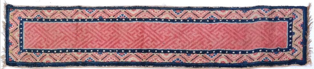 A CHINESE RUG EARLY 20TH CENTURY