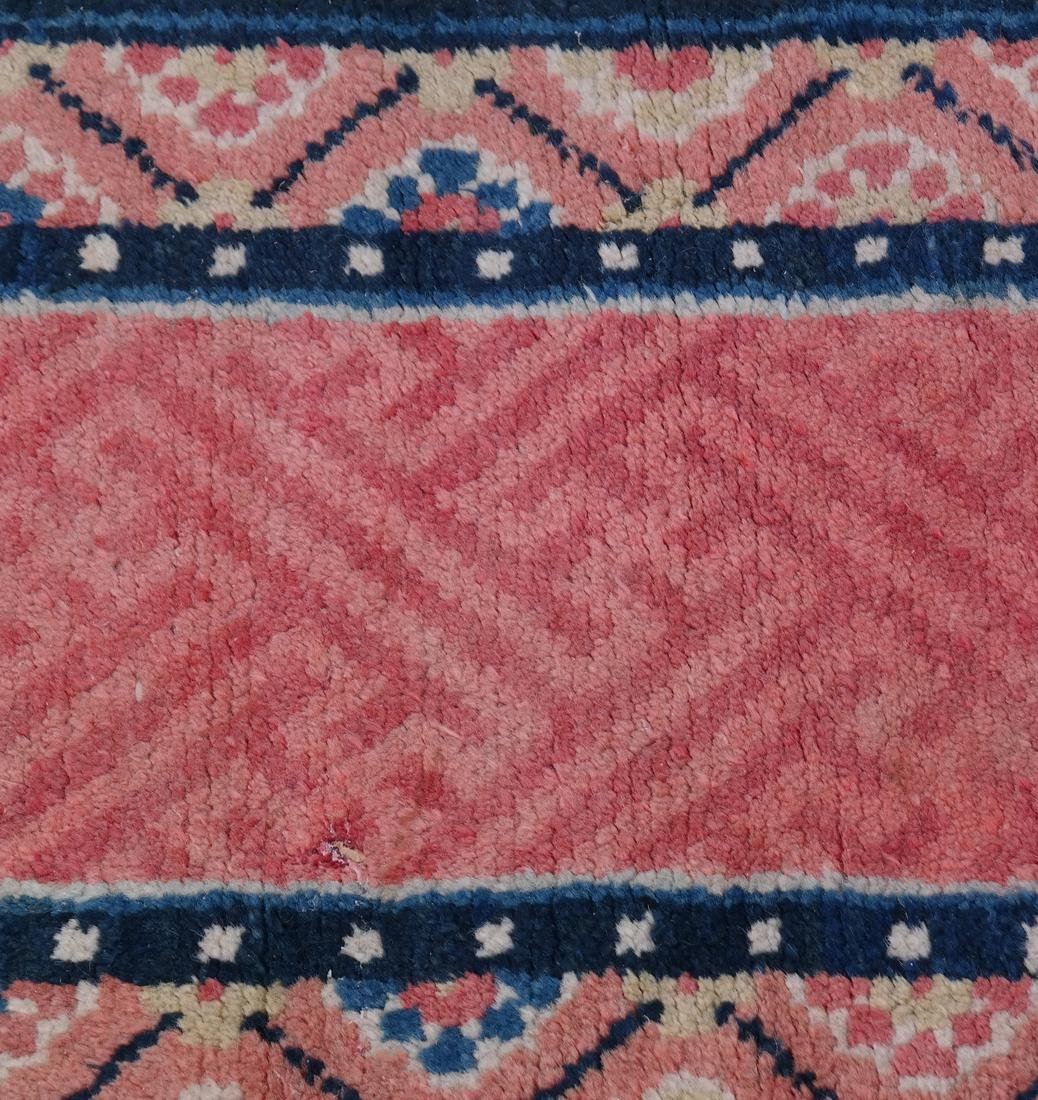 A CHINESE RUG EARLY 20TH CENTURY - 4