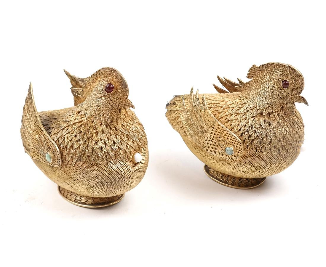 PAIR OF ASIAN HARDSTONE-INSET GOLD FILIGREE BIRD
