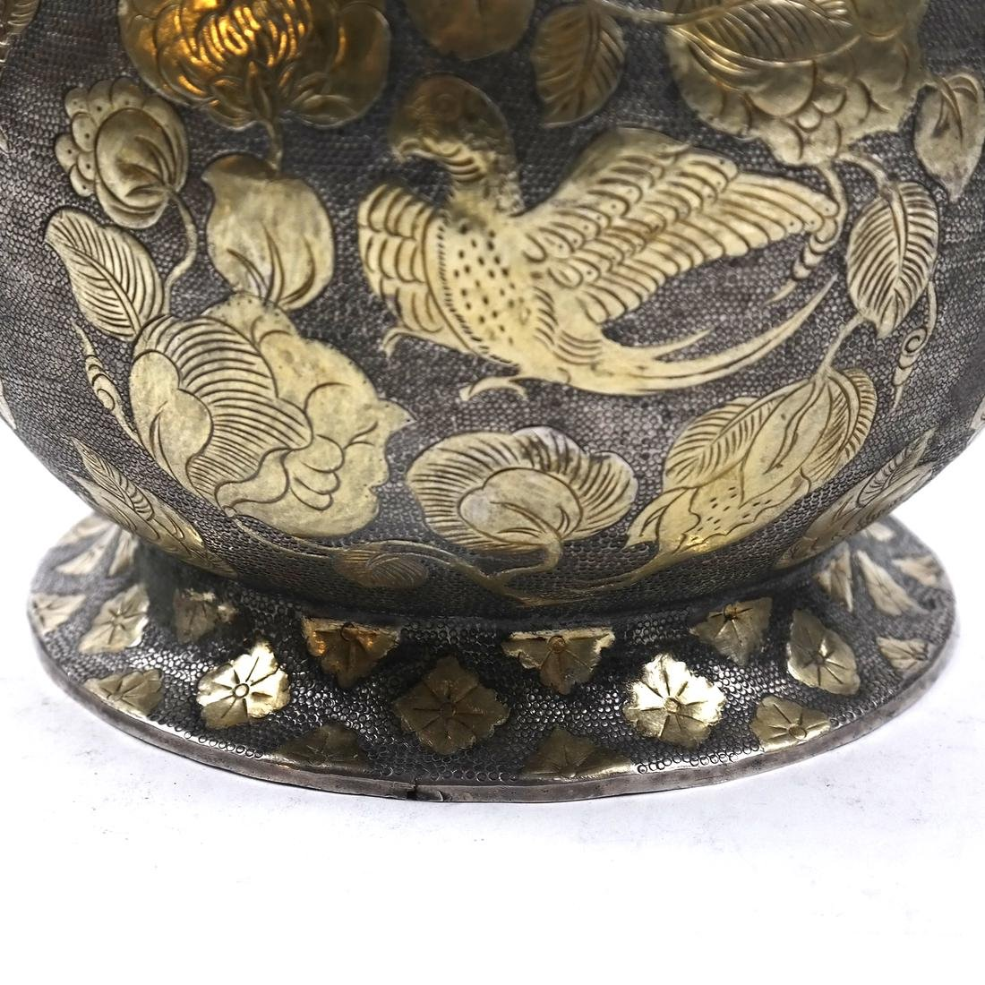 AN ASIAN LARGE PARCEL-GILT SILVER GLOBULAR VESSEL AND - 8