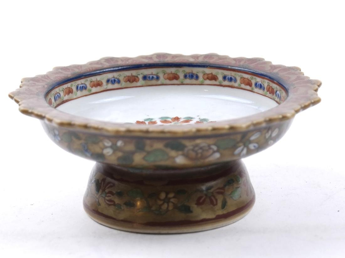 AN ENAMELED&GILT-DECORATED BENCHERONG STEM DISH
