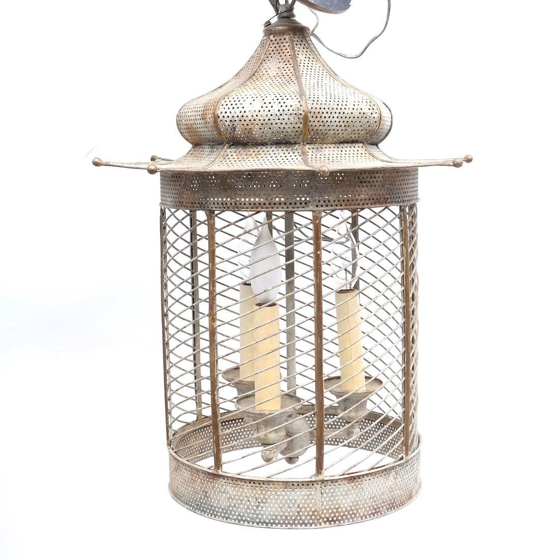 Pagoda-Form Lantern
